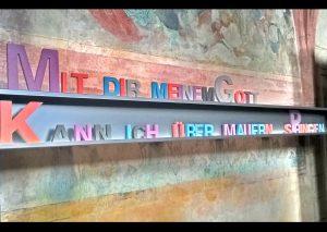 Schreiben Holzbuchstaben - Über Mauern springen - Christine Danzer - go 4 jesus