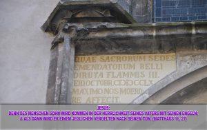 Inschrift links oberhalb der Thesentür - Wittenberg - go 4 Jesus - Jesus lehrte - Bibel - Christine Danzer